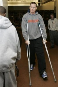 carson_2Dpalmer_2Dinjured_2Dknee_2Dcrutches