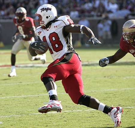 Maryland's tight end Vernon Davis breaks away for big yardage in the second quarter on Saturday Oct. 29, 2005, in Tallahassee, Fla.  (AP Photo/Steve Cannon) ORG XMIT: FLSC104